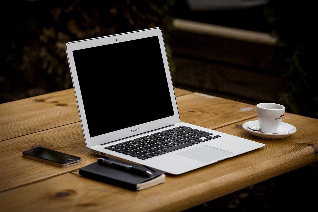 小説家の執筆ツールはノートPC